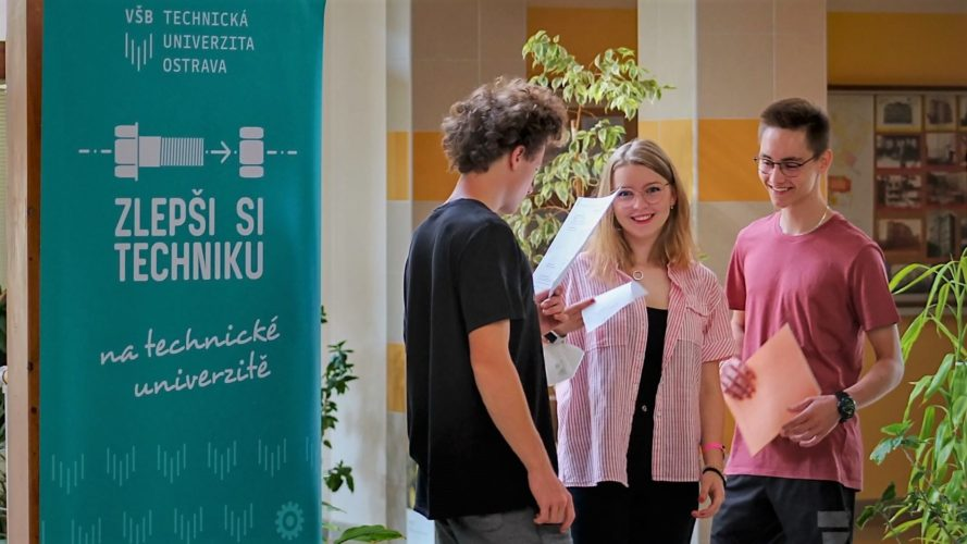 Fotografie z projektového dnu s týmeme Zlepši si techniku.